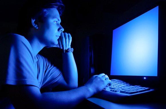 man-working-on-computer-in-the-dark